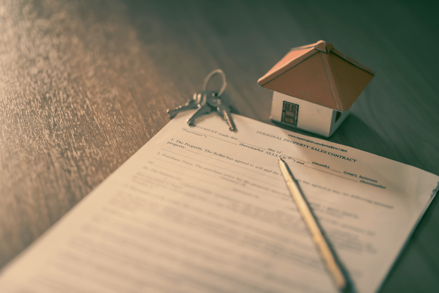 rental-contract-with-house-on-keys